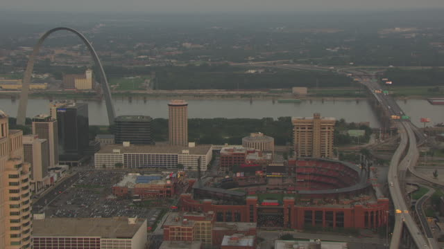 ms aerial shot of busch stadium and gateway arch and mississippi river in back side / st louis, missouri, united states - ミズーリ州 セントルイス点の映像素材/bロール