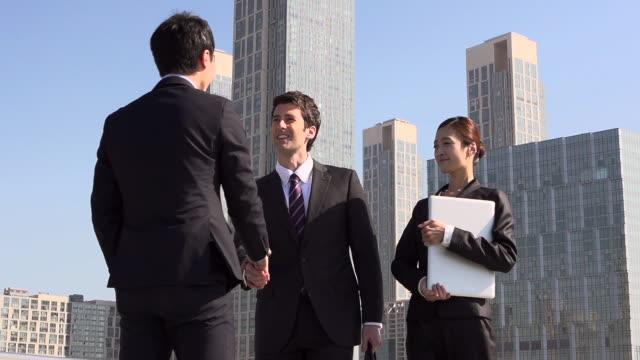 ms slo mo pov tu shot of business meeting / incheon, south korea - südkorea stock-videos und b-roll-filmmaterial