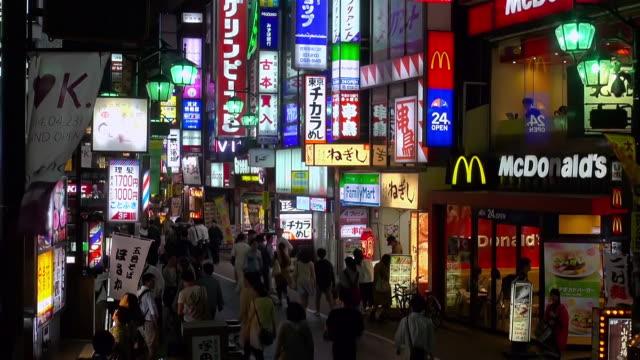 vídeos y material grabado en eventos de stock de ms shot of busy street in kichijoji / tokyo, japan - vida nocturna