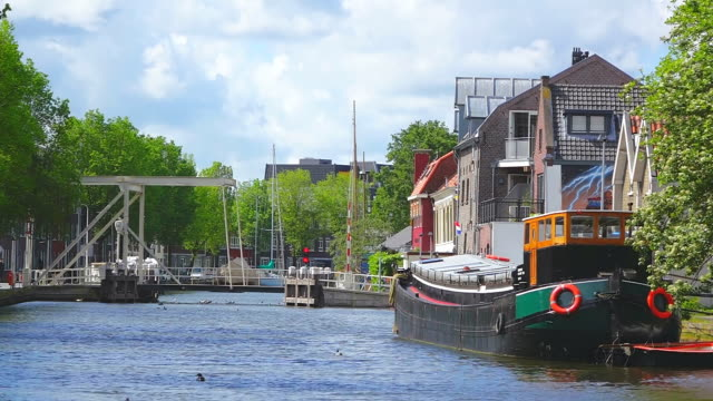 MS Shot of canal at Turfsingel / Gouda, South Holland, Netherlands