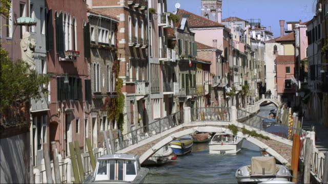 ms zi shot of canal with power boat / venice, veneto, italy - power boat stock videos & royalty-free footage