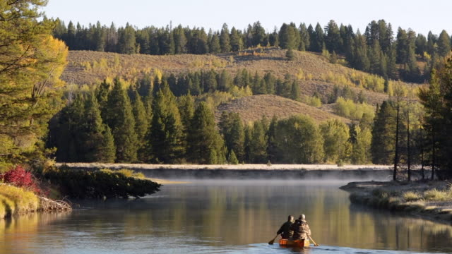 WS  shot of canoeing hunters on the Snake River