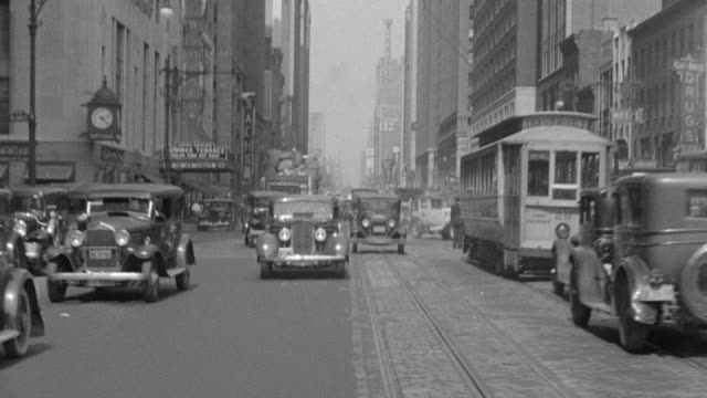 stockvideo's en b-roll-footage met ms pov shot of car driving through downtown new york - koets