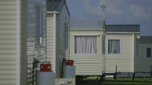 ms shot of caravan site / hampshire, united kingdom - trailer home stock videos & royalty-free footage