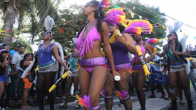 vidéos et rushes de ms la shot of carnival parade audio / nevis, saint kitts and nevis - antilles occidentales