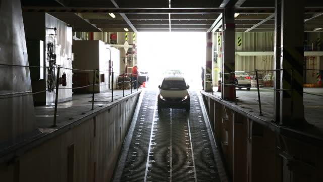 stockvideo's en b-roll-footage met shot of cars going in cargo ship - passagiersstoel