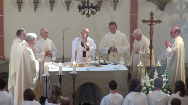 ms shot of catholic mass at curch st. marien saarburg-beurig, with cardinal meisner, cologne / saarburg, rhineland palatinate, germany - messen stock-videos und b-roll-filmmaterial