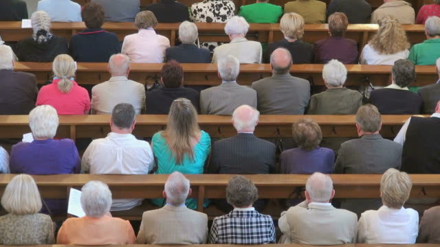 stockvideo's en b-roll-footage met ms shot of catholic mass at curch st. marien saarburg-beurig, with people sitting in church / saarburg, rhineland palatinate, germany - kerk