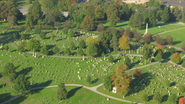 ws aerial zi shot of cemetery at gettysburg national military park / pennsylvania, united states - gettysburg stock-videos und b-roll-filmmaterial