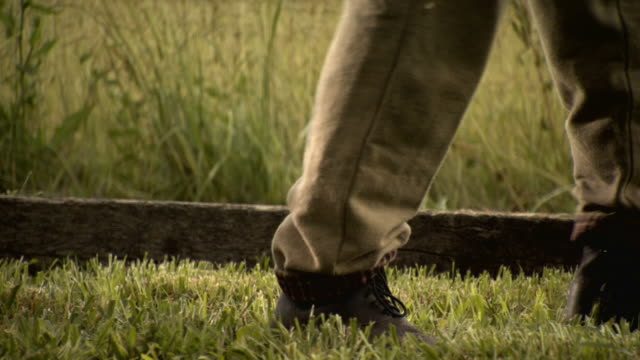 cu pov shot of chain feet walking on grass / middleburg, virginia, united states - bürgerkrieg stock-videos und b-roll-filmmaterial