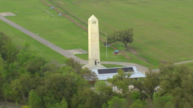 vídeos de stock e filmes b-roll de ms aerial shot of chalmette battlefield and chalmette monument / chalmette, louisiana, united states - memorial de guerra