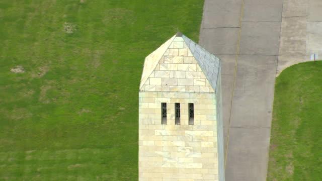 vídeos de stock e filmes b-roll de cu aerial shot of chalmette battlefield monument / chalmette, louisiana, united states - memorial de guerra