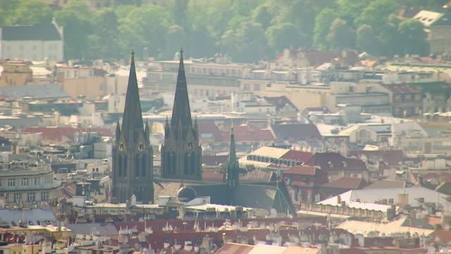 vídeos de stock e filmes b-roll de ms aerial shot of church and national theatre/ prague, czech republic - praga boémia