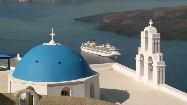 ms shot of church in firostefani with cruise ship in ocean / santorini, cyclades, greece - santorini stock videos and b-roll footage