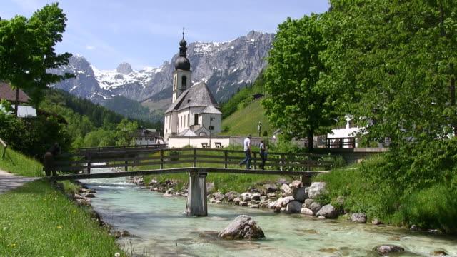 ms shot of church near berchtesgaden, berchtesgadener land / ramsau, bavaria, germany - ベルヒテスガーデナーランド点の映像素材/bロール