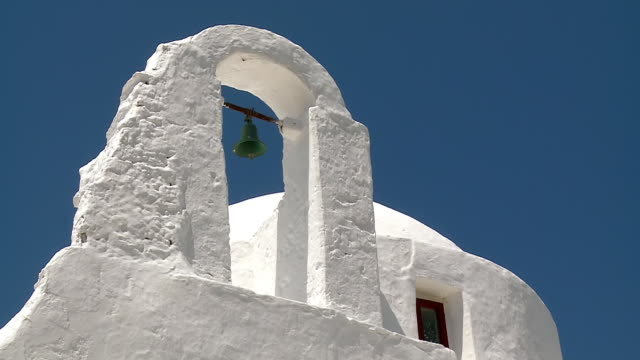 ms zo la shot of church paraportiani / mykonos, cyclades, greece - mykonos stock videos & royalty-free footage