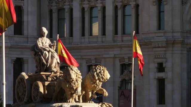 ws shot of cibeles fountain with spanish flags / madrid, spain - スペイン国旗点の映像素材/bロール