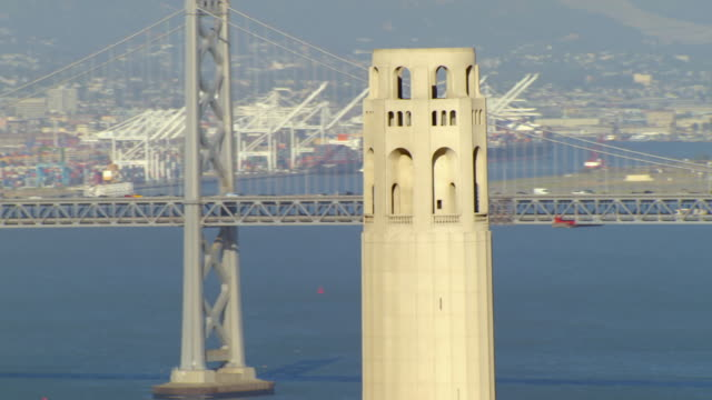 ms ds aerial shot of circle coit tower / san francisco, california, united states - コイトタワー点の映像素材/bロール