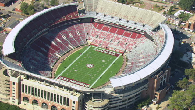 stockvideo's en b-roll-footage met ms aerial zi shot of circle in to football field at university of alabama bryant denny stadium football stadium / tuscaloosa, alabama, united states - alabama