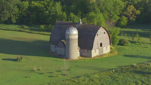 ms aerial ts shot of circle old fashion barn / north dakota, united states - barn stock videos & royalty-free footage