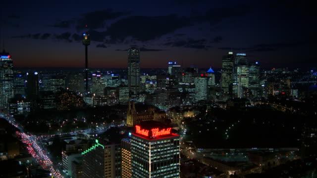 ws shot of city skyline at night / sydney, unspecified, australia - inquadratura fissa video stock e b–roll