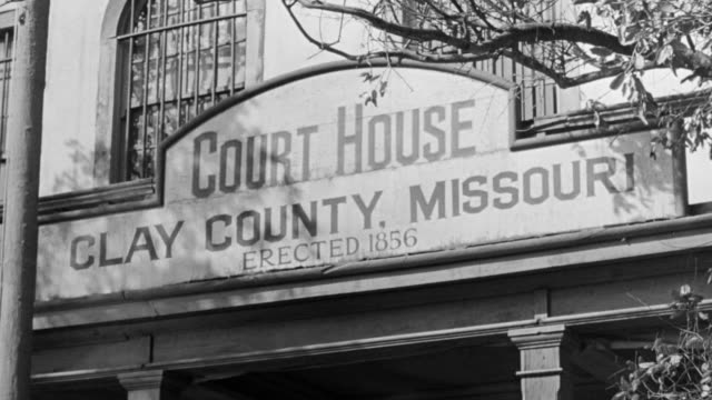 ms la shot of clay county, missouri court house sign - western script stock videos & royalty-free footage