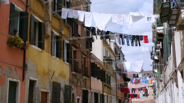 ws la shot of cloth lines between houses, arsenale / venice, veneto, italy - clothesline stock videos & royalty-free footage