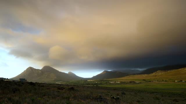 stockvideo's en b-roll-footage met ws t/l shot of clouds moving over pringle bay /pringle bay, western cape, south africa - stilstaande camera