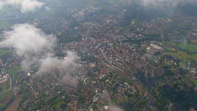 vídeos de stock, filmes e b-roll de cu aerial shot of clouds with city / bayreuth, bavaria, germany - alta baviera
