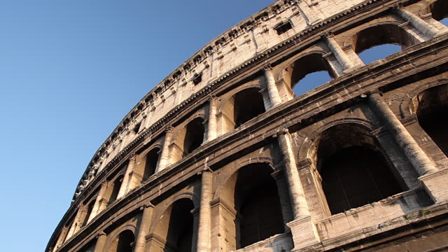 ms pan shot of colosseum / rome, lazio, italy  - arco architettura video stock e b–roll