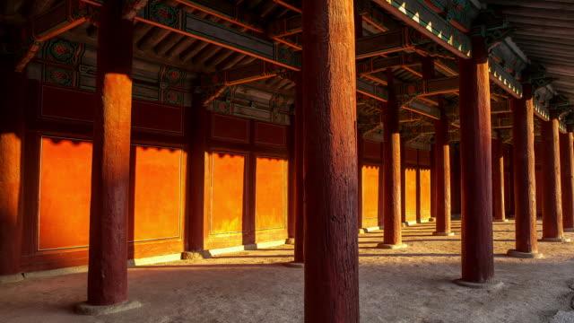 vídeos y material grabado en eventos de stock de ms t/l shot of columns in changgyeonggung royal palace at sunset / seoul, south korea - sombra