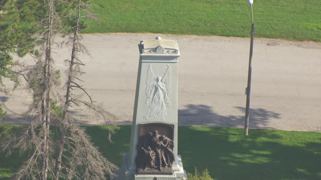 MS AERIAL TS Shot of Confederate Memorial in Forest Park / St Louis, Missouri, United States