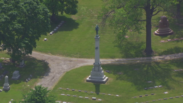 MS AERIAL Shot of Confederate Monument at Forest Hill Cemetery / Kansas City, Missouri, United States