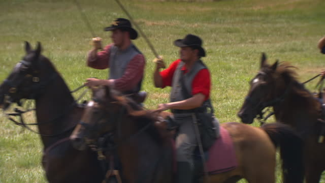 ms shot of confederate soldiers on horseback during battle of gettysburg / gettysburg, virginia, united states - confederate states army stock-videos und b-roll-filmmaterial