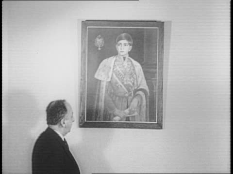 stockvideo's en b-roll-footage met shot of constantin a fotitch standing near painting of king peter ii of yugoslavia / closeup of painting / various angles of fotitch speaking - joegoslavië