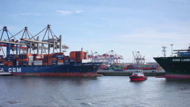 vidéos et rushes de ws pov shot of container terminal from cargo ship / hamburg, hamburg, germany - cargo