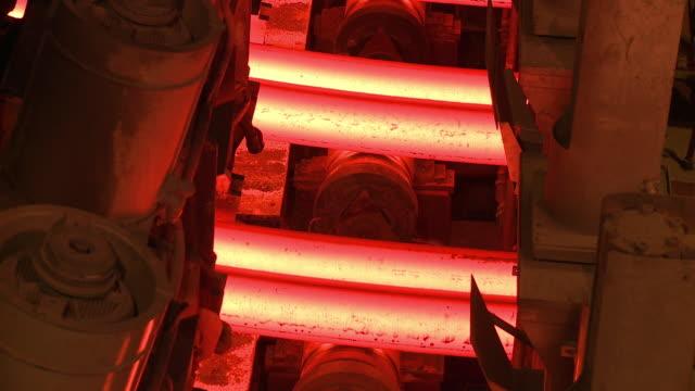 vidéos et rushes de cu shot of continous casting plant at steel works / esch sur alzette, esch, luxembourg - lancer la ligne de canne à pêche