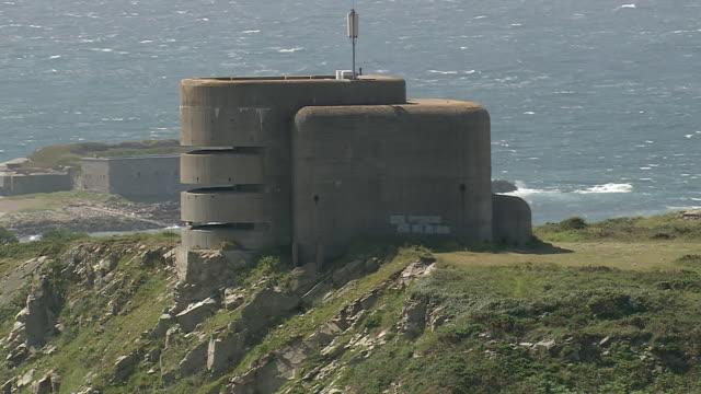 vidéos et rushes de ms aerial td shot of control tower / alderney, channel isles - tour de contrôle