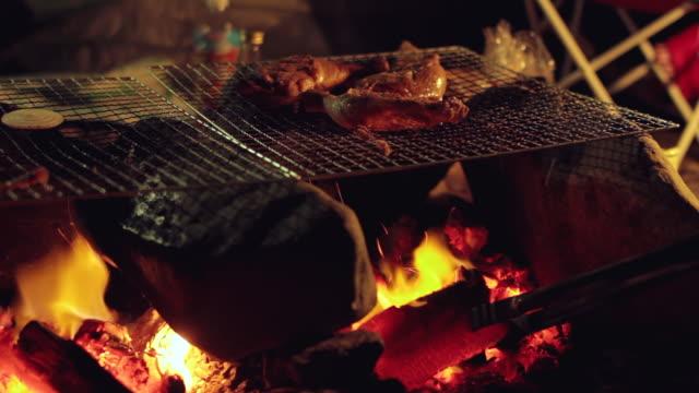 cu shot of cooking food on bonfire / okutama, tokyo, japan - キャンプする点の映像素材/bロール