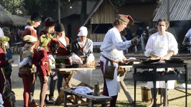 vídeos y material grabado en eventos de stock de ms shot of cooking in camp life at medieval party showing marriage of 1475 with medieval clothing / landshut, bavaria, germany - medieval