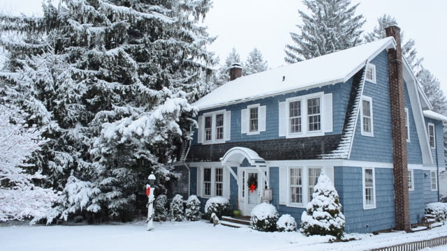 ws shot of country home in a snow storm / high bridgem, new jersey, united states - ostamerika stock-videos und b-roll-filmmaterial