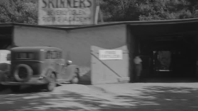 vidéos et rushes de ms pov shot of country road driving through nondescript residential neighborhood - 50 secondes et plus