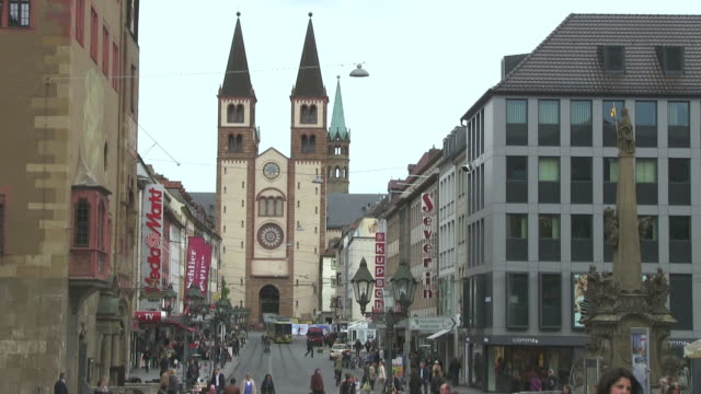 stockvideo's en b-roll-footage met ms shot of crowded area infront of cathedral in old town / wurzburg, bavaria, germany - torenspits