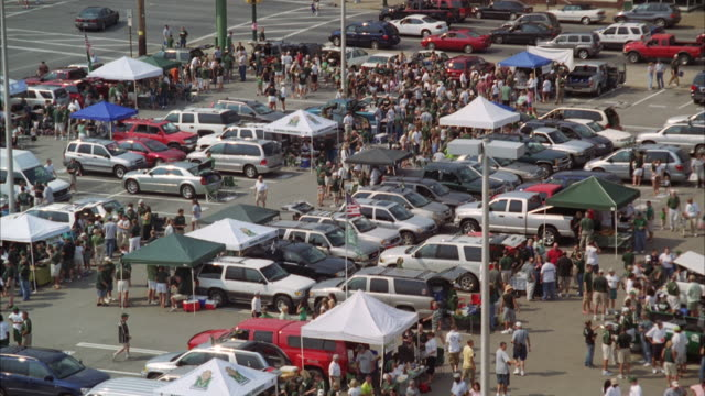MS TU Shot of crowded parking lot / Unspecified
