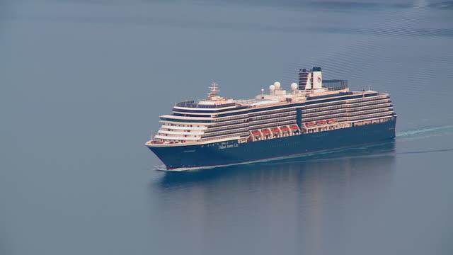 ms shot of cruise ship moving in ocean at firostefani / santorini, cyclades, greece - クルーズ船点の映像素材/bロール