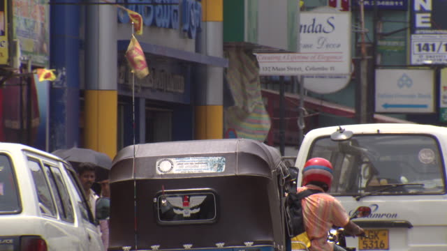 CU PAN Shot of crwoded area in city / Columbo, Sri Lanka