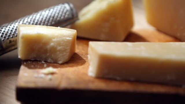 vídeos y material grabado en eventos de stock de shot of cutting cheese with knife - queso
