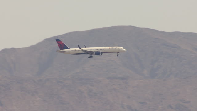 ms aerial ts shot of delta commercial airplane descending in air with mountains / las vegas, nevada, united states - side view stock videos & royalty-free footage