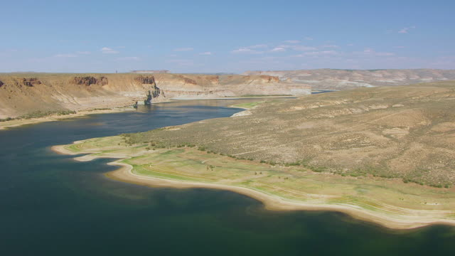 ms aerial la shot of desert hill to reveal flaming gorge and green river / wyoming, united states  - river green stock videos & royalty-free footage