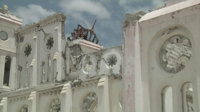 cu zo shot of destroying cathedral of our lady of assumption / port-au-prince, haiti - ruined stock videos & royalty-free footage